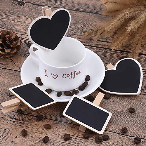 12 mini lavagne con clip completamente realizzate in legno. Le confezione comprende e mini lavagne a forma di cuore e 6 rettangolari.
