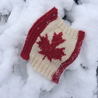 Oh Canada Cowl is released in celebration of Canada's 150th birthday. It is knit flat with sections of red ribbing alternating with a maple leaf motif on white worked in stockinette stitch in a mixture of intarsia and stranded colourwork.