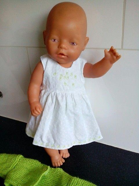 Een zomers overgooiertje voor babyborn ( of andere poppen van ca. 43cm) Voor meer zelfgemaakte poppenkleding: kijk eens op mijn fbpagina Helma's Poppenkleding