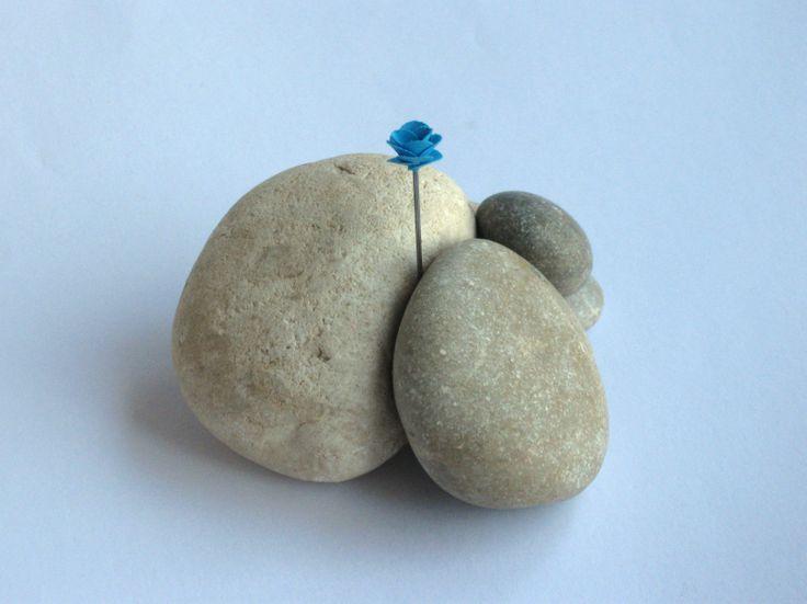 #blaueblumen  ... and flower beat rocks
