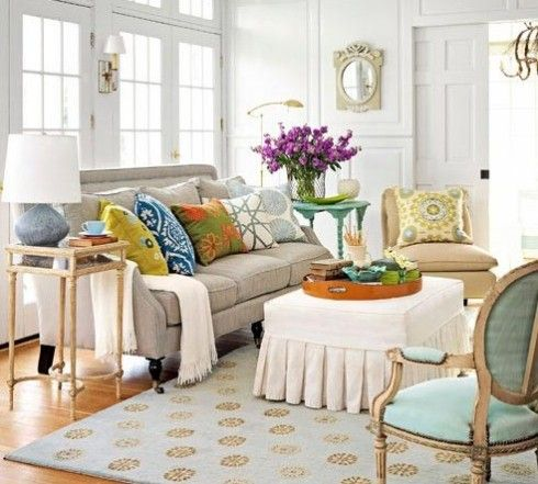 Never underestimate the power of pillows. HomeGoods blogger Cathy shares how mixing up your decorative pillows can help spruce up your home for Spring!