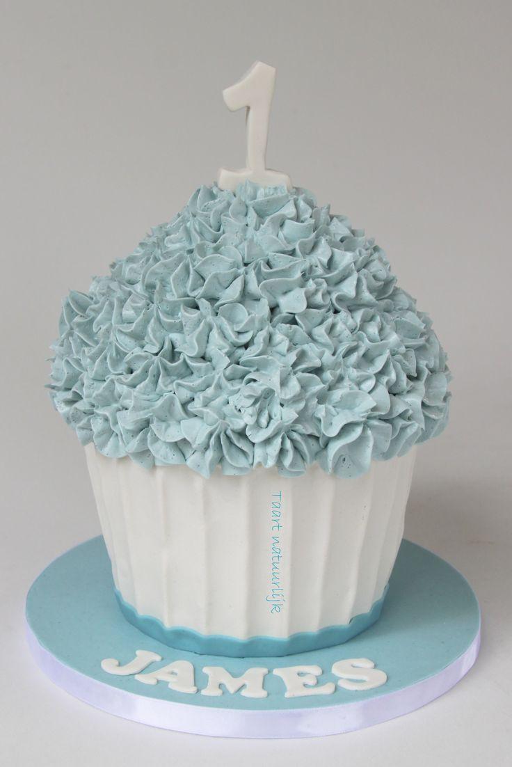 cake giant cupcake little boy blue jongen blauw eerste verjaardag 1