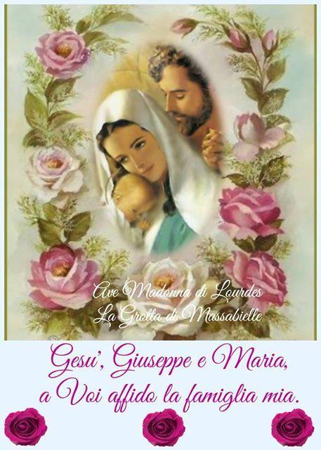 Photo: <3 Ave Madonna di Lourdes La Grotta di Massabielle <3 Mia Sacra Famiglia del Cielo,  guidaci per il retto cammino, coprici con il Tuo Sacro Manto,  e proteggi le nostre famiglie da ogni male  durante la nostra vita qui sulla terra e per sempre.  Amen.
