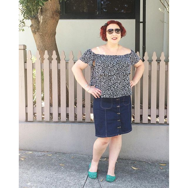 Feeling a little 70s vibe. Wearing French Connection top with Katies skirt and Marc Jacobs aviator shades.