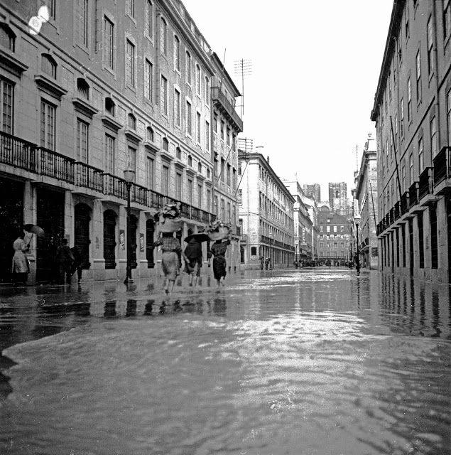 Lisboa de Antigamente: Rua do Comércio, inundações