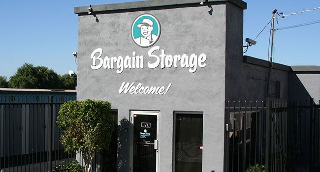 Three self-storage facilities sell for $8.6M - Business Property Trust sold three self-storage facilities in Tempe for $8.6 million to two separate buyers, according to Cushman& Wakefield, the brokerage team on the transaction. California-based Tempe Choice Self-Storage paid $4.1 million for theAA Bargain I & II portfolio. The two... - http://azbigmedia.com/azre-magazine/three-self-storage-facilities-sell-8-6m