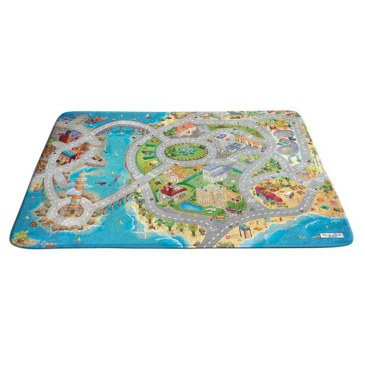 Un tapis très doux et coloré sur lequel l'enfant joue avec ses petites voitures et bateaux. Il invente des histoires en utilisant les décors pour de longues heures de jeu seul ou à plusieurs.