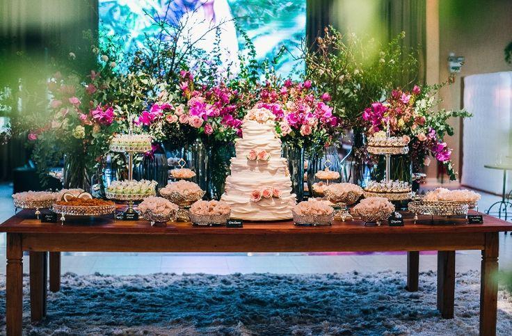 Casamento rústico-chique - Mesa do bolo - Foto: Andress Ribeiro