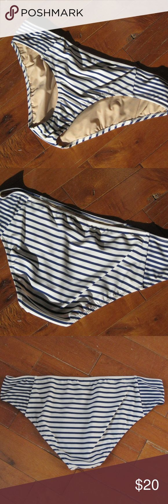 NWT J. Crew Bikini Bottoms Striped Blue White XL Brand new J Crew swim separate Bikini Bottom Blue White Stripes Fully lined Size XL Thanks for looking! #23192 J. Crew Swim Bikinis