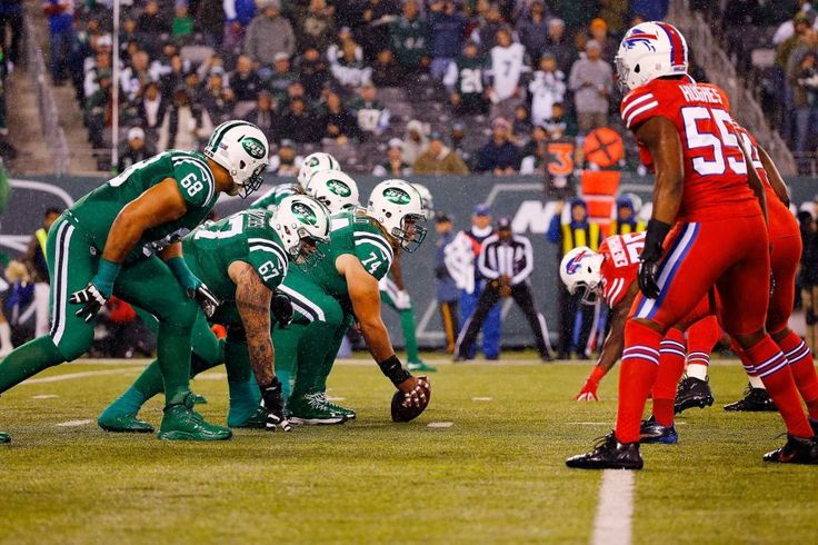 Nick Mangold of the New York Jets prepares to snap the ball as the Buffalo Bills defense lines up during the first quarter at MetLife Stadium on Nov. 12, 2015 in East Rutherford, N.J.