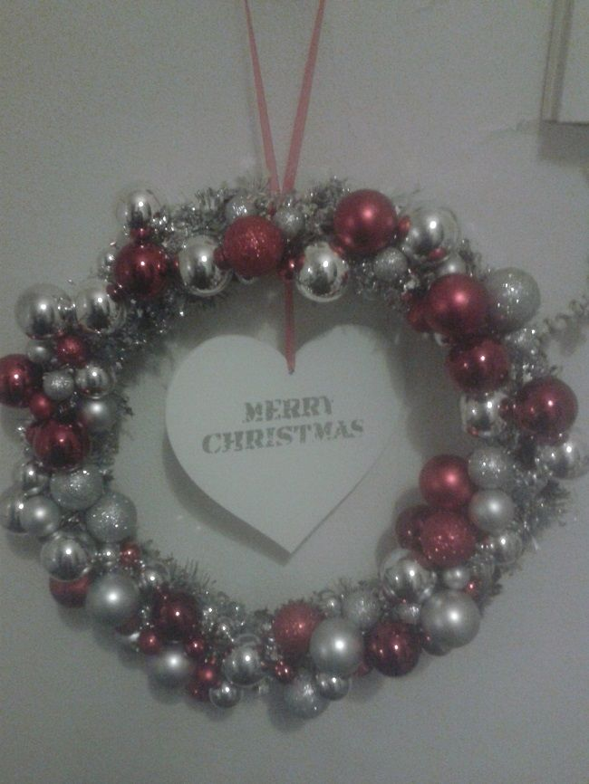 Ik heb zelf een twijgenkrans bewerkt met kerstballen, kerst, kerstkrans, christmas