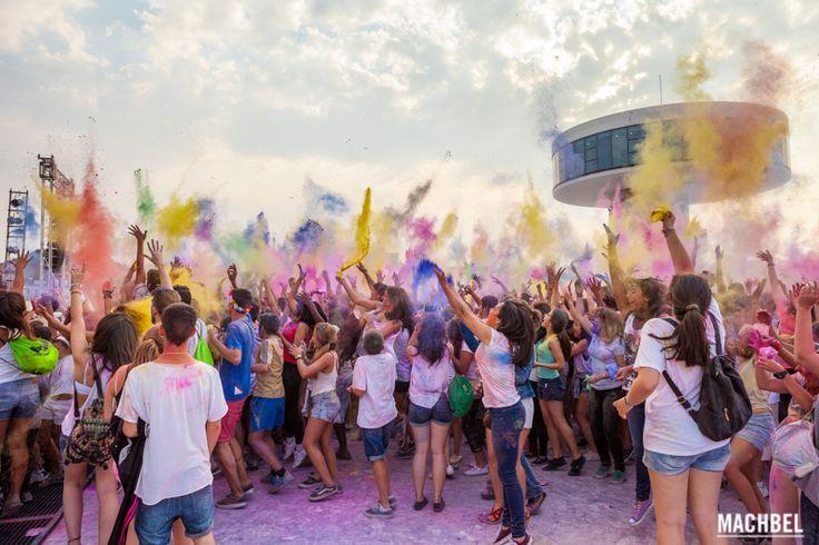 Estallido de color en la Holi Party de Avilés Holi Party Festival 2014 en Centro Niemeyer de Avilés Asturias by machbel