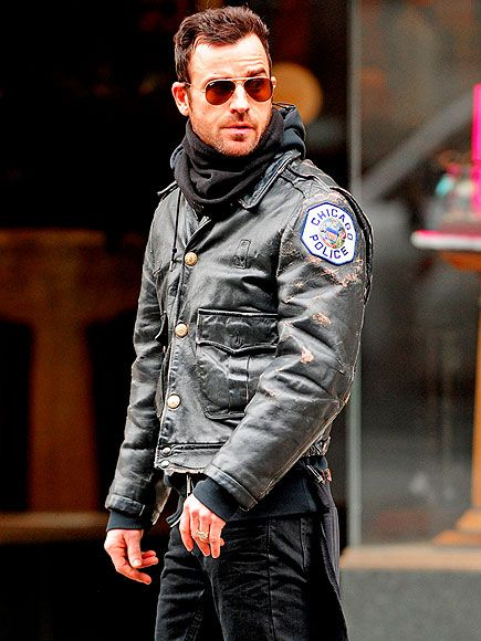 Justin Theroux paired classic aviators with deep red tinted lenses with a badass vintage leather jacket!