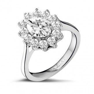 - 1.85 caraat entourage ring in wit goud met ovale diamant