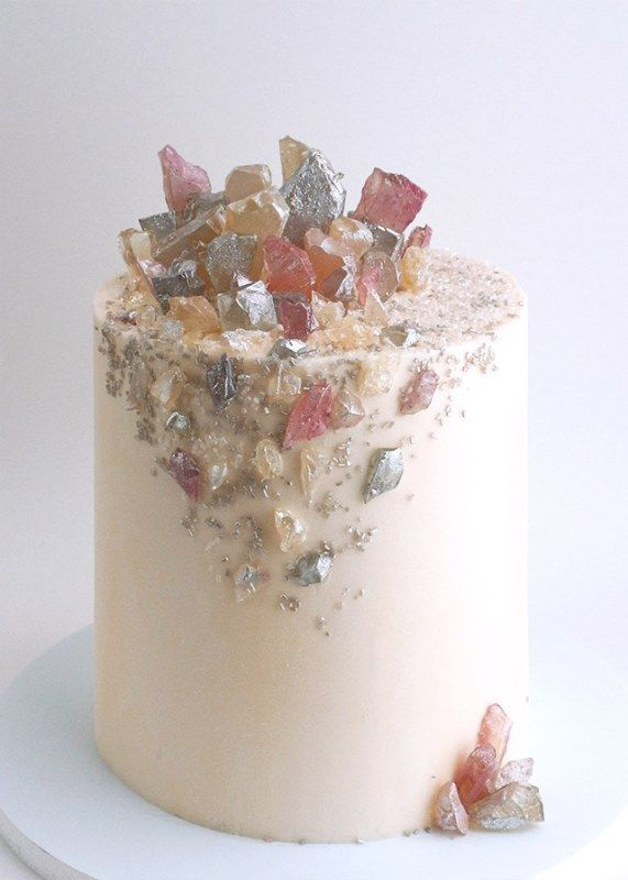 13-glam-and-modern-wedding-cakes-decorated-with-rocks-and-gems-13 - Weddingomania