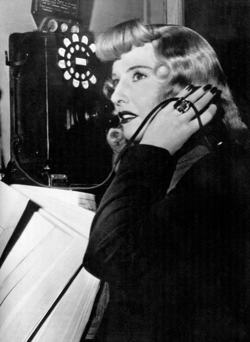 film noir double indemnity essay A video essay studying the movement of film noir, specifically through john huston's 1941 the maltese falcon.