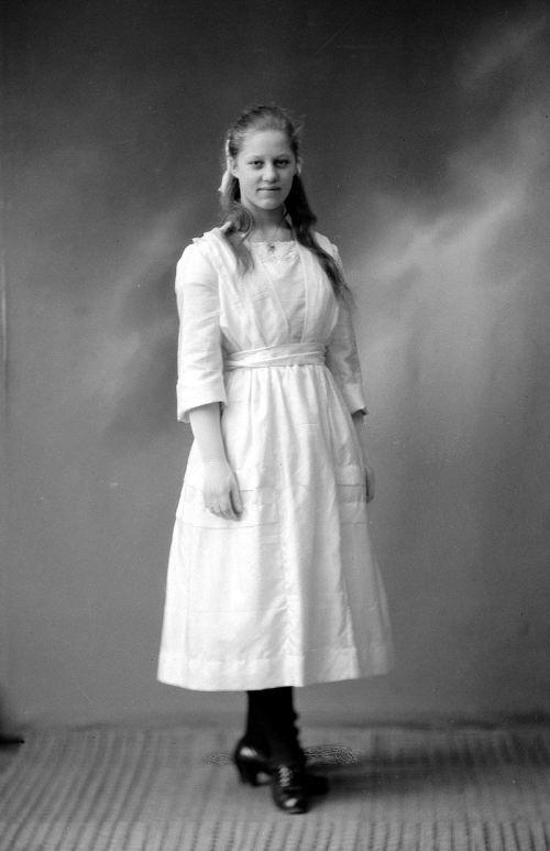 My grandmother Erna 15 years old in 1920. Mormor Erna i 1920 snart 15 år #slekt #genelogy #familyphoto