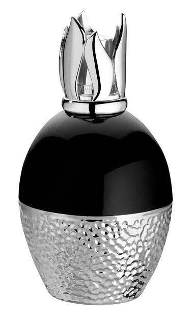 Métallique. Lampe en porcelaine émaillée avec effets métallisés à base d'argent. Ultra chic.