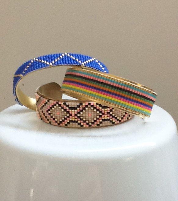 bracelet manchette : Tissage en perles miyuki délicas sur manchette en laiton