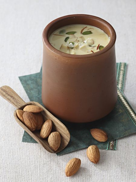 Badam Doodh: Almond milk is another popular summer drink that is made by grinding almonds. They are rich in minerals, fibre and vitamin E and is beneficial for the body in many ways. Here's how to make it.