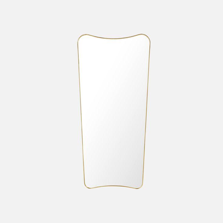 Speil er som smykker på veggen din, og speilet F.A.33 fra Gubi er et perfekt eksempel på det.