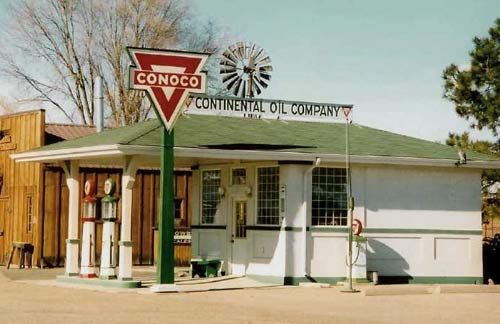 old conoco service station things of the past. Black Bedroom Furniture Sets. Home Design Ideas