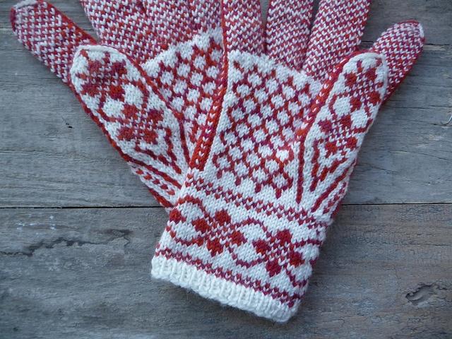 Ravelry: knittingfan's Annemor #11 using Annemor #11 by Terri Shea.