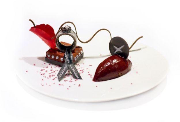 L'anello L'Oeuvre Noire di Mauboussin diventa un dessert http://buff.ly/1bouRiS #luxury #lusso #pinxo oeuvre-noire-dessert