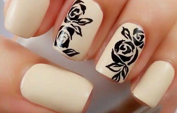 Uñas decoradas de color crema, uñas decoradas color crema y rosas.   #coloresuñas #colournailart #uñasvistosas