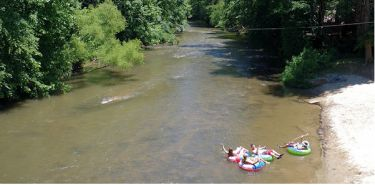 """The Green River offers a big variety of whitewater fun, from high adventure on big rapids to river tubing. The three main sections of the Green River are The upper Green, The """"Narrows"""" section, and the lower Green."""