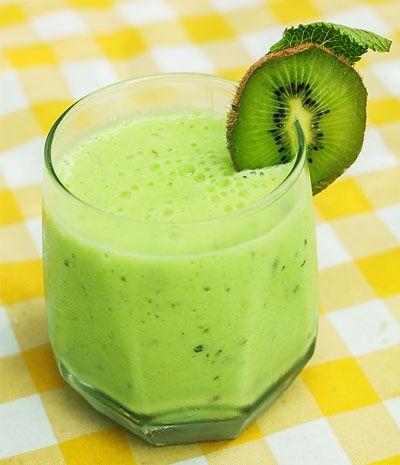 Rezept für einen Buttermich-Shake mit Kiwi zum Abnehmen - Leckere Buttermilch-Diät-Shakes