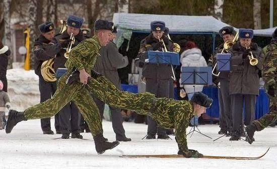 Jovem Errado: Humor militar