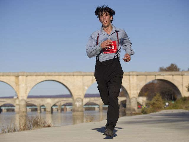 Amish man runs marathon in traditional outfit of slacks, suspenders via @USATODAY