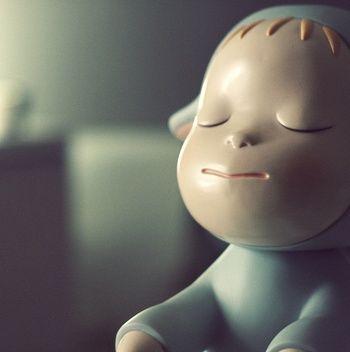 陶器で出来た置物ですが、この表情には癒されますね。目を閉じているだけなのに、これだけ表情が豊かに表現できるのが凄いなと思います。