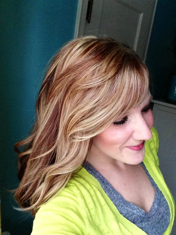 Long Wavy Blonde Hair Warm Highlights Auburn Lowlights