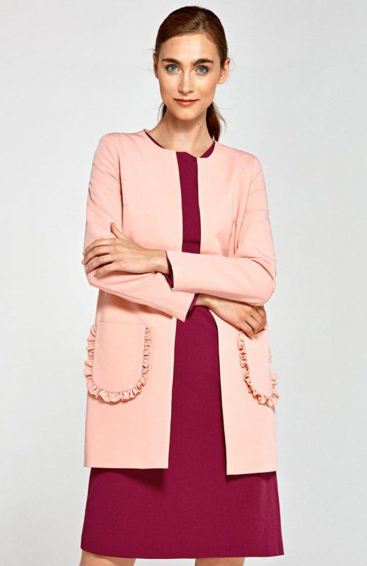 Nife Z23R płaszcz różowy Elegancki prosty płaszcz damski, z przepięknymi ozdobnymi kieszeniami, model niezapinany