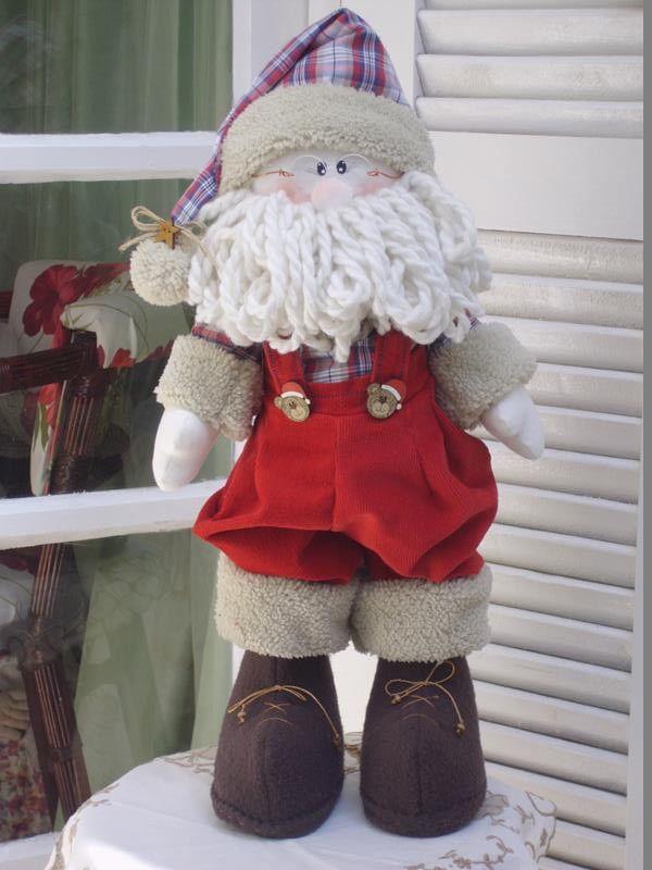 Charmoso e encantador papai Noel para decorar alegrando sua casa no natal. Confeccionado em: - tecido de algodão, - veludo, soft, alpaca ,botões decorativos e lã.