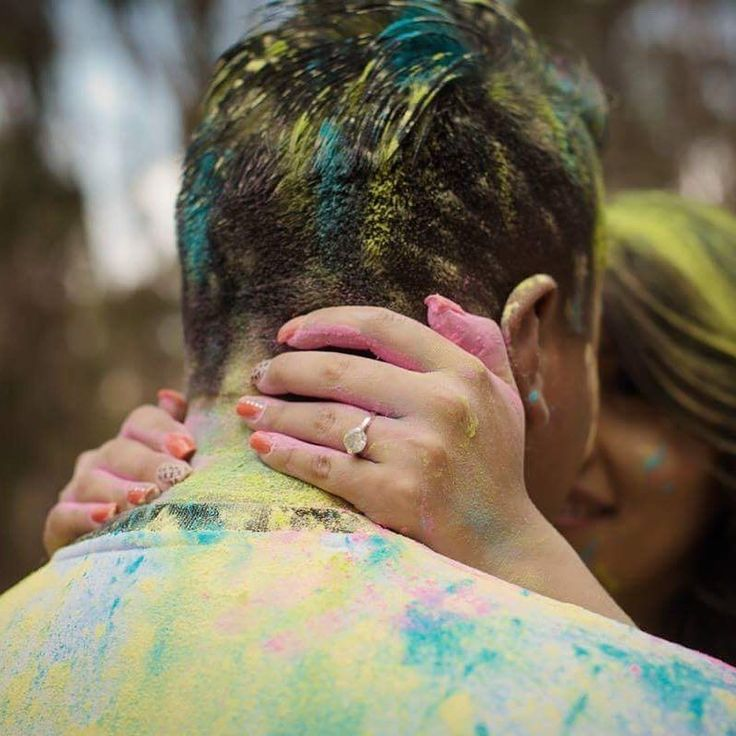 This is the perfect season to get engaged! Im so exited for all the 2018 brides. #weddingphotography #weddingphotographer #engagementring #engagementphotos #colorshoot #holipowder #holipowderengagement #holipowderphotoshoot #engagementshoot #engagementshootideas #bolivianweddingphotographer