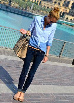 海外ファッショニスタに学ぶコーデ、クールな青シャツに合わせて◎人気・おすすめ・トレンドのスリムデニムのモテコーデ一覧♡