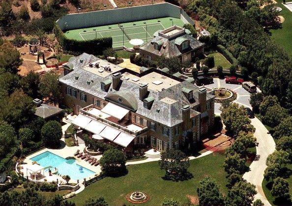 BH Rod Stewart has a circular theme going with the fountain, the pool indent, the window at the very top of the house, the driveway, and the little gazebo. Oh, also, his house is awesomely huge.