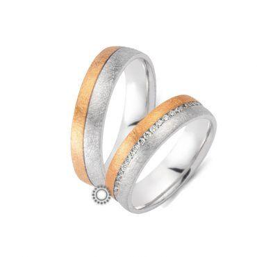 Γαμήλιες βέρες CHRILIA 26 μισές ροζ μισές λευκές με πρωτότυπα χαραγμένη επιφάνεια που μπορεία να χωρίζεται από διαμάντια | Βέρες ΤΣΑΛΔΑΡΗΣ στο Χαλάνδρι #βερες #γάμου #wedding #rings #Chrilia