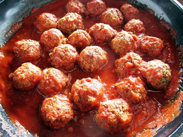 Nix-Fleisch Bällchen mit Tomatensoße (Vegan, Glutenfrei, ohne Soja, Ölfreie Option)