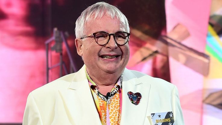 Christopher Biggins out of Big Brother over comments 'capable of offence' - BBC News