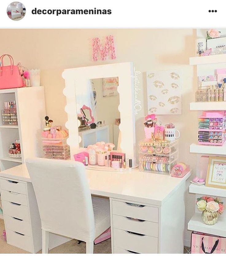 Such a cute room! XD