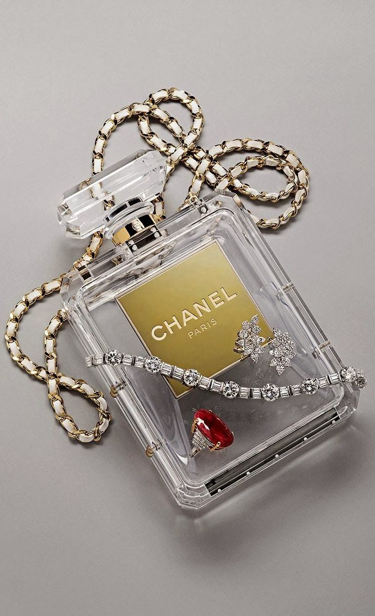 Chanel Nº5 Bottle Bag via misaueridasfashionistas #Handbag #Bottle #Chanel