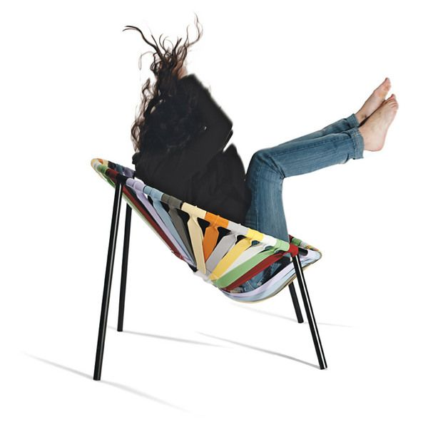 When you sit in it, youare supported by forty elastics that make up the seat and create arocking sensation, although the structure of the seat is in fact verystable. It is a fun and comfortable seat, very lightweight and …stackable!