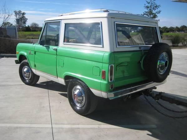 Green with white roof - Ford Bronco early Ford small SUV