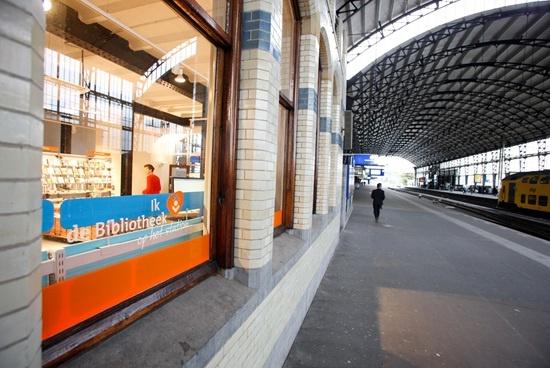 #StationHaarlem #lezenophetstation #Stationsbieb #TrainStationLibrary