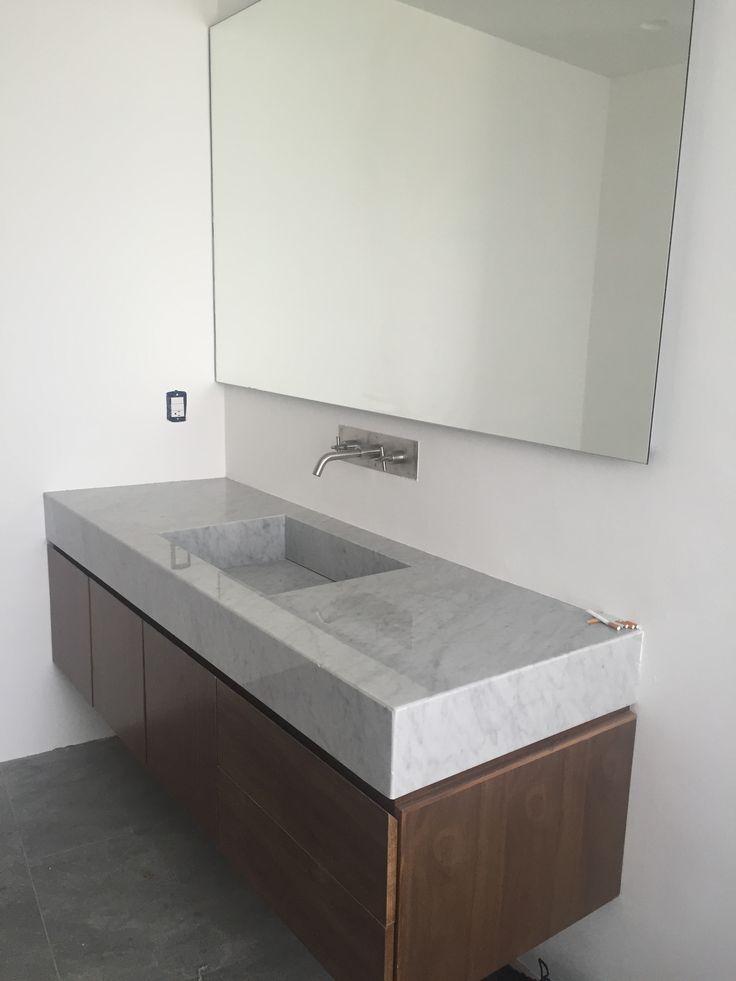 marmol carrara en cubiertas de baño