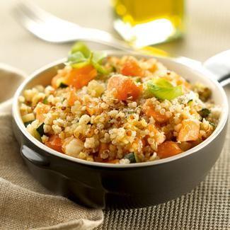 Faites chauffer 1,5 l d'eau dans une casserole et incorporez-y le bouillon de légumes (cubes). Dans une sauteuse, faites revenir le saumon coupé en gros dés 5 minutes et réservez. ...